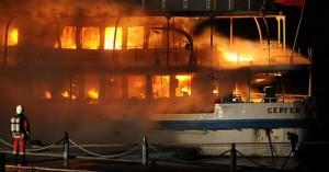Пожар на теплоходе в Северном порту Москвы