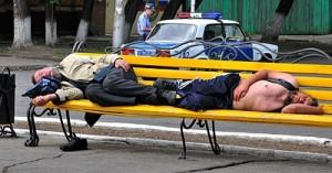 Полицейских обязали охранять алкоголиков