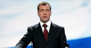 Медведев требует наказать виновных в обрушении трассы