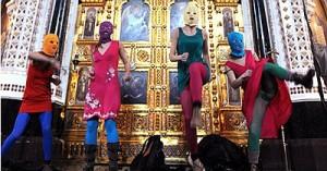 Pussy Riot поддержали более 100 деятелей культуры России