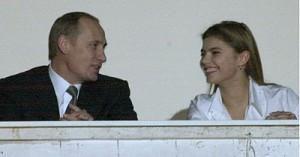 В сети появились слухи о венчании Владимира Путина и Алины Кабаевой
