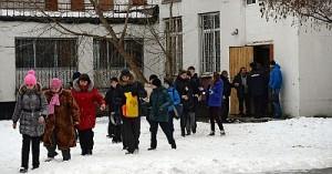 Ученик в школе застрелил учителя и полицейского