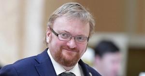 Виталий Милонов предложил запретить гулять по Петербургу в купальниках