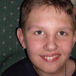 Мальчику, перенесшему инсульт, требуется помощь